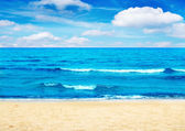 Beach and blue sky — Stock Photo
