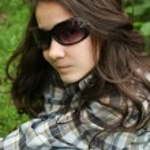 porträtt av vackra lilla tjej med glasögon — Stockfoto