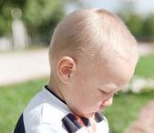 聪明漂亮可爱男孩的特写肖像 — 图库照片