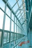 Glasartade korridor i office center — Stockfoto