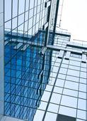 Nowoczesne szkło wieżowiec budynków w godzinach porannych — Zdjęcie stockowe