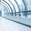 Vanishing corridor in contemporary airport walkway — Stock Photo