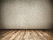 Boş siyah eski geniş oda ahşap ve taş aşınmış duvar ile — Stok fotoğraf