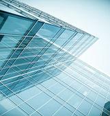 Modern cam gökdelen perspektif görünüm — Stok fotoğraf