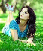 Woman relaxing in park — Stock Photo