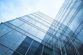 Parede de vidro transparente de edifício de escritórios — Fotografia Stock