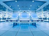 Contemporáneo salón azul con asientos en el aeropuerto — Foto de Stock