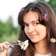 Beautiful young woman in park — Stockfoto