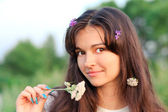 Beautiful young woman in park — Stock Photo