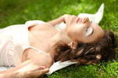 Pretty woman relaxing in park — Stock Photo