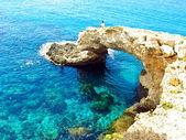 View to a rocky beautiful coast among blue bright transparent wa — Stock Photo