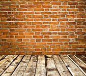 Empty old spacious room with stone grungy wall and wooden weathe — Stock Photo