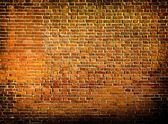 Parede de pedra em vermelho textura grungy dentro de negligenciados e deserta — Foto Stock