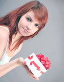 Surprised beautiful woman with festive sweet gift box — Stok fotoğraf
