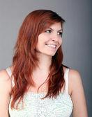 年轻漂亮的棕色头发的幸福女人 — 图库照片