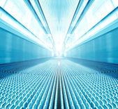 Blauwe moderne roltrap in het bedrijfscentrum — Stockfoto