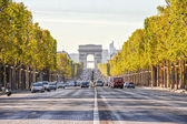 The Champs-Elysees and the Arc de Triomphe — Stock Photo
