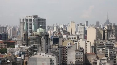 The big city of Sao Paulo and the famous Sé Cathedral, Brazil — Stock Video