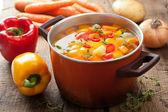 Sopa de legumes em panela — Foto Stock