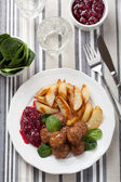 Swedish meatballs with potatoes and lingon jam — Stock Photo