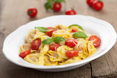 Tortellini with cheese and tomatoes — Stock Photo