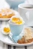 Gekookt ei voor ontbijt — Stockfoto