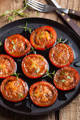 Baked tomatoes with herbs and olive oil — 图库照片