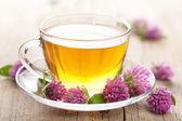 Herbal tea and clover flowers — Stock Photo