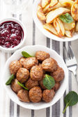 Swedish meatballs with potatoes and lingon jam — Stock Photo