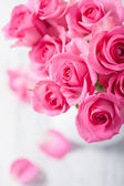 Beautiful pink roses bouquet in vase  — Stock Photo
