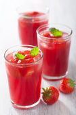 Jus de fraise à la menthe. boisson d'été — Photo