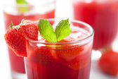 Strawberry juice with mint. summer drink — Foto Stock