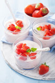 Healthy breakfast with yogurt and strawberry — Stock Photo