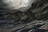 Cielo dramático sobre los pasos en una montaña. — Foto de Stock