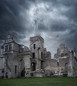 Stormy sky over ruins of manor house — Stock Photo