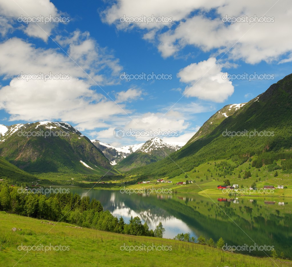 Lake in norwegian mountains — Stock Photo #12465826