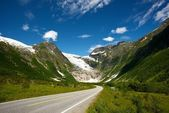 Road in norwegian mountains — Stock Photo