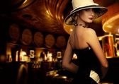Woman in luxury club interior — Stockfoto