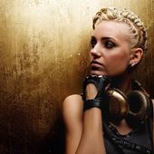 Steam punk girl with headphones — Stock Photo