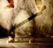Skateboard trick in motion — Stock Photo