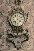 Vintage klok op de muur — Stockfoto