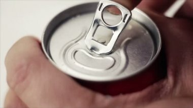 Opening can with a drink — Stock Video #21764957