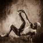 Young man doing acrobatic movements — Stock Photo