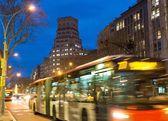 Szybkie przenoszenie ruchu w nocy miasto — Zdjęcie stockowe