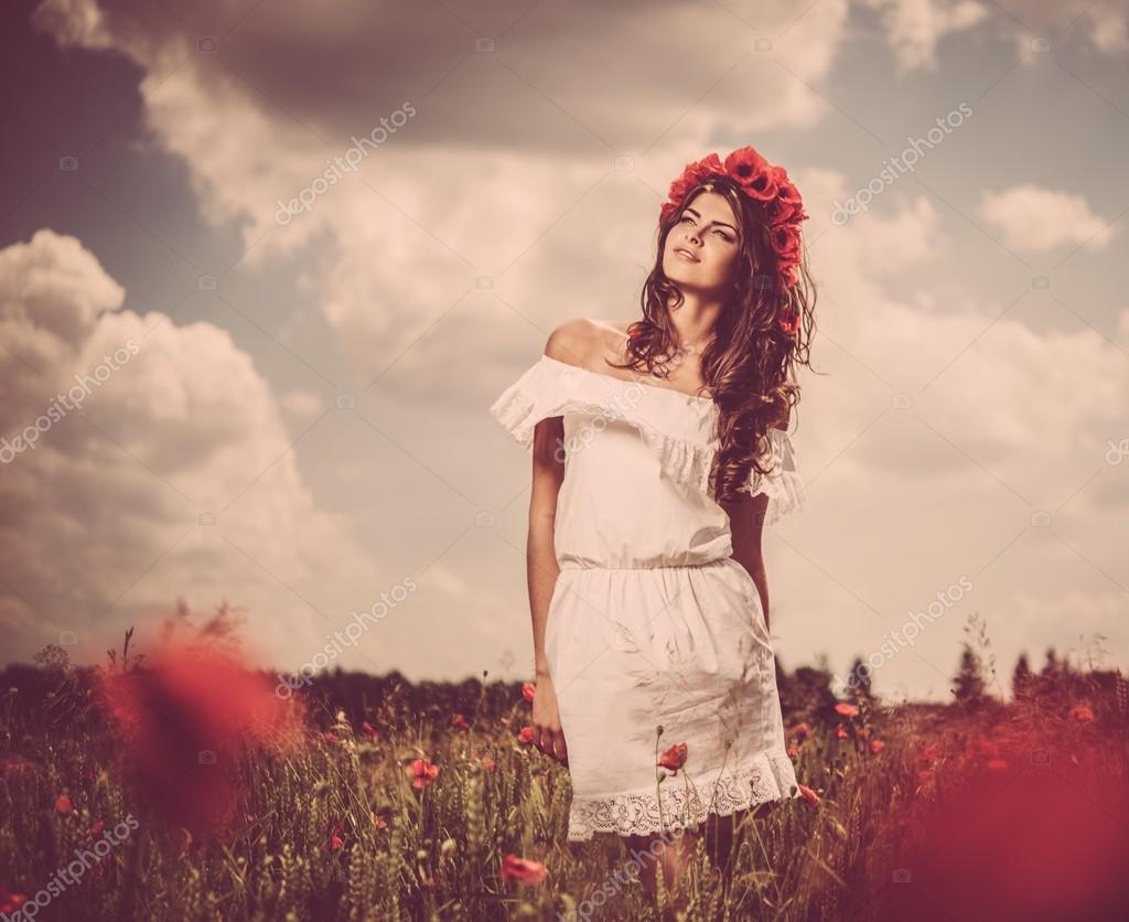 Самые красивые девушки брюнетки в платьях 17 фотография