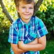 Young boy standing near tree — Stock Photo