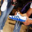 People choosing sports footwear in sport outlet — Foto Stock