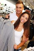 Beautiful young couple in s sport outlet — Zdjęcie stockowe