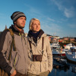 Young travellers couple in Reine village, Norway — Stock Photo
