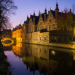 Houses along  canal at night in Bruges, Belgium — Photo